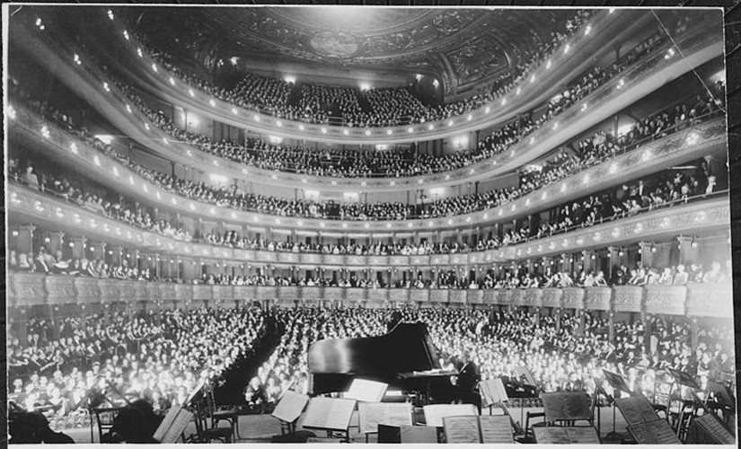 old-metro-opera-house-section-image-825x500